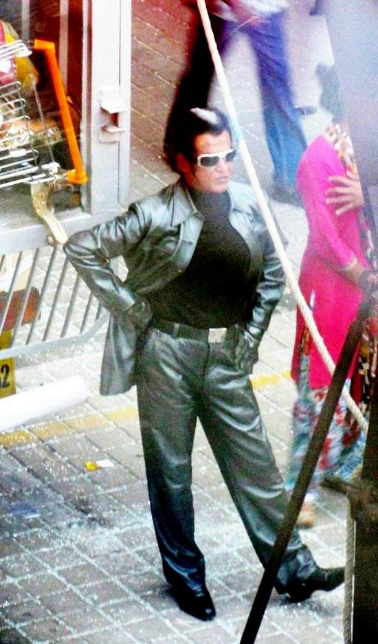 endhiran-the-robot-leaked-on-location-stills-more-6