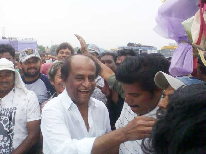 Rajini Birthday Celebration on Enthiran Set - 12 Dec 2009(Tamil)